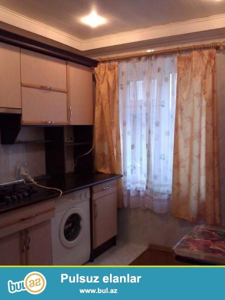 """Ясамальский район, по Тбилисскому проспекту рядом """"Ciraq Plaza"""", в полностью заселенной старой постройке сдаётся 4-х комнатная квартира, удачно переделанная в 3-х комнатную квартиру..."""