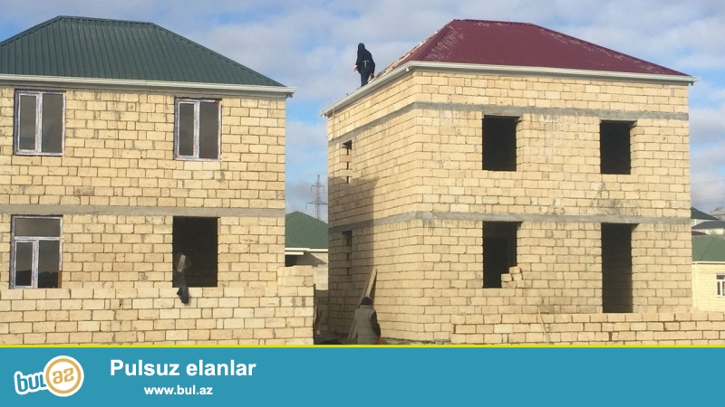 Masazirda.   169 nomreli marşrut yolun ustunde. dayanacaqdan piyada 5 deqiqelik yolda  2 mertebeli 106 kv m 4 otaqli heyet evi  satilir ...