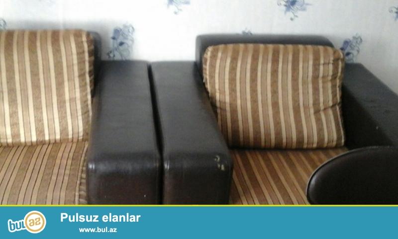 divan ve 2 kreslo Turkiye istehsali az islenmis yaxsi veziyyetdedir.