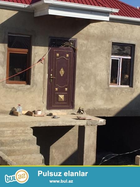Masazirda, girisde  dayanacaqa piyada 4 deqiqelik yolda, 3 otaqli 8x9  olcude heyet evi sifarise gotururuk...
