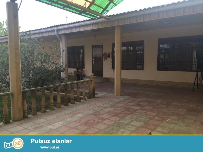 Для очень солидных клиентов ! В поселке  Мардакан , не далеко от новой трассы рядом с Полицейской Академией  продаются 2-а дома расположенных на 9 сотках земли...