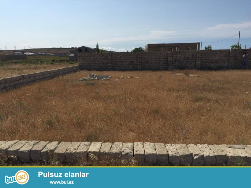 Əsas yoldan 800 metr və dənizə 900 metr məsafə