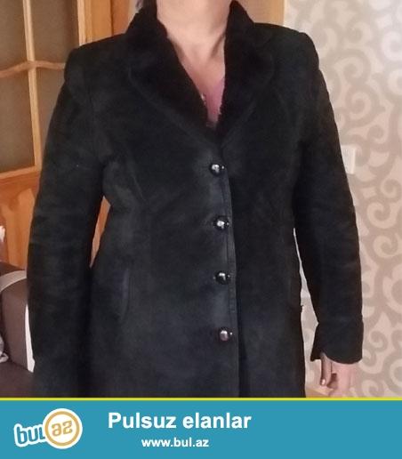 Palto 48x50 olcu Qalindir ela isti saxlayir Qiymeti 20 manat  0559431486