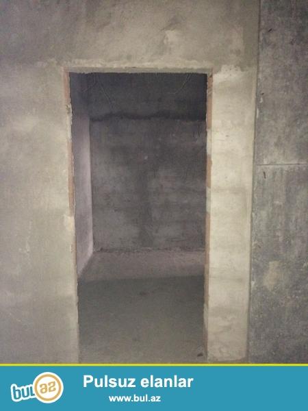 Xırdalan şəhəri AAAF park yaşayış kompleksində yerləşən 11mərtəbəli binada 1 otaqdan ibarət olan podmayak şəklində mənzil satılır...