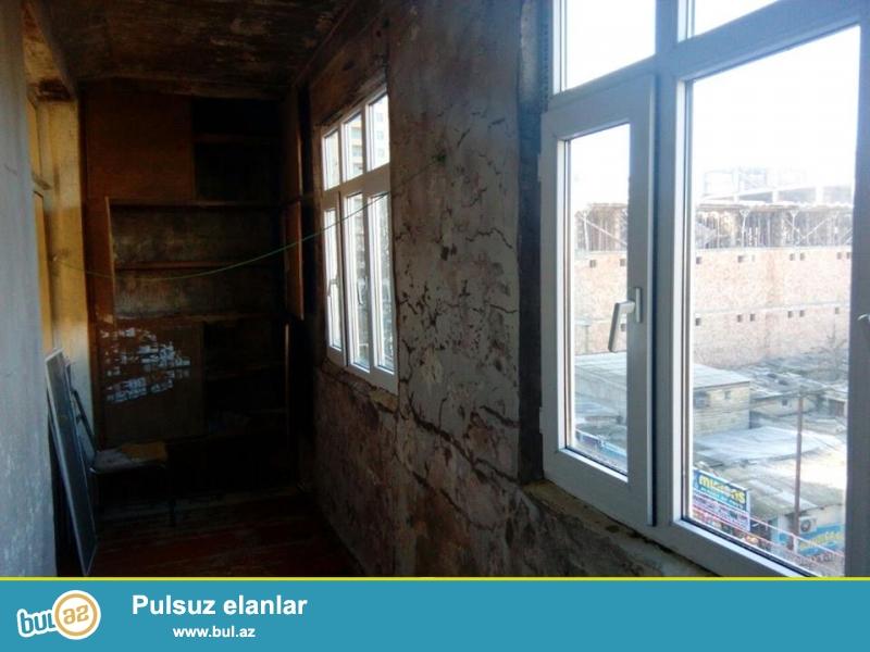 Chox Tecili Xirdalan seherinde Leninqrad laiheli 5 mertebeli binanin 5 mertebesinde yerlesen sahesi 45 m2 olan 1 otaqli temirsiz menzil satilir...