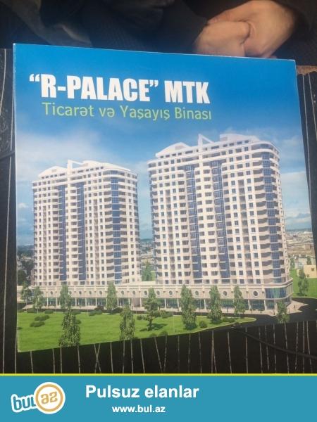 TƏCİLİ! Dəyərindən aşağı qiymətə! BƏM və Mərkəzi Bazarstorun yaxınlığında, Lexus avtosalonunun arxasında inşa edilmiş R-Palace MTK-da orta mərtəbədə sahəsi 112 kvm olan təmirsiz 3 otaqlı mənzil satılır.
