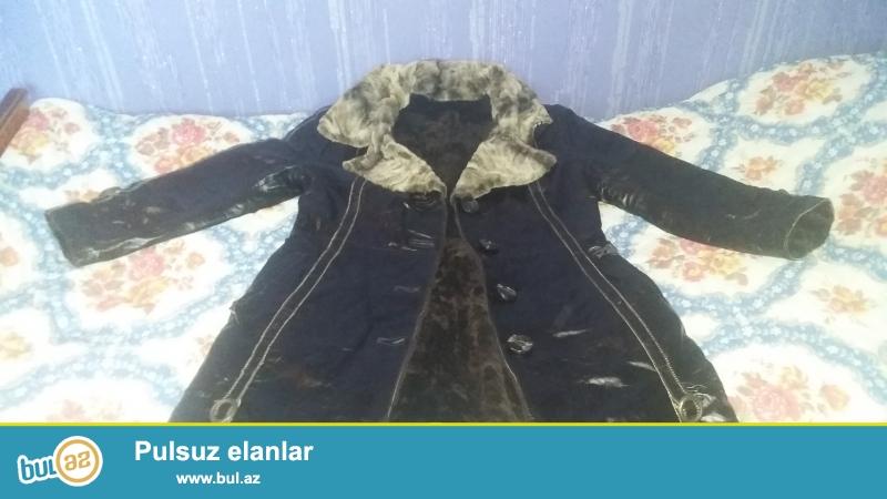 Cox az geyinilmish (2-3 defe) xezli palto satilir.Florenza firmasinindir,deridir...