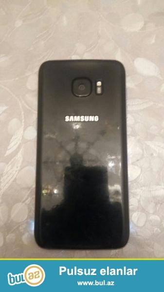 Samsung Galaxy S7 Edge. Az istifade olunub arxa qabag anti udarla istifade edilib. Alinan gunden oz adaptri ile istifade olunub ve zaratkada istifade olunmayib Ekraninin altinda 1 sm olar ya olmaz yashil xett emele gelib...