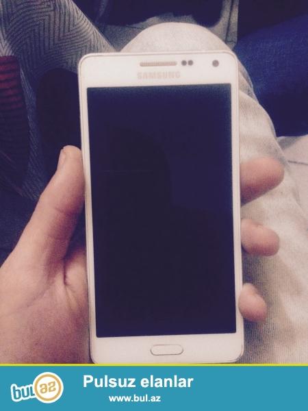 Samsung a5 satiram tezeden secilmir hec bir ciziq sohbeti ola bilmez arxasina kabro vurulub ekraninada plonka vurulub telefonun ustunde orginal adaptur karopkasi senedleri ve nausnik kabro verecem