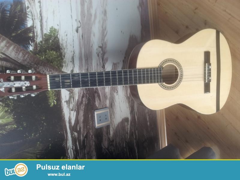 2 ci əl klassik gitara satıram.Memphis gitar təmiz Almanya istehsalıdır...
