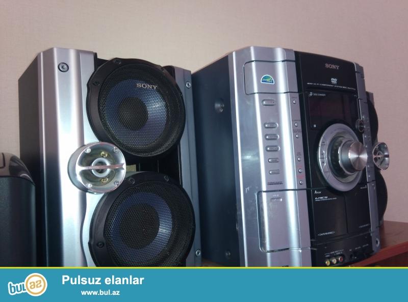 Продается музыкальный центр б/у Sony MHC-RV777<br /> <br /> Основные характеристики<br /> Тип: мини система;<br /> Основной блок: единая система;<br /> Оптический привод: DVD;<br /> Цвет акустических систем: серебристый / хром / титан;<br /> Цвет основного блока: серебристый / хром / титан;<br /> аудио<br /> Акустическая система: 2...