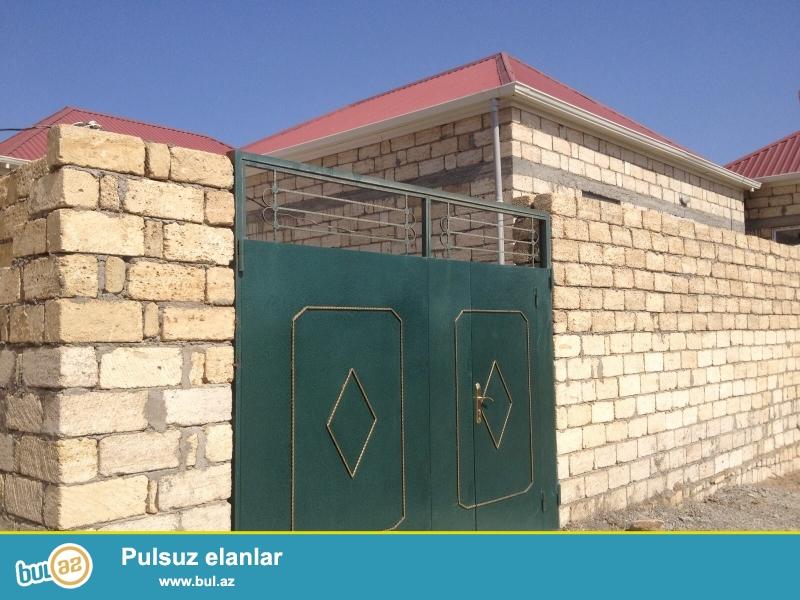 Masazirin merkezinde , avtobus dayanacina 3 deqiqelik piyada yerde 35 kv metrlik 1 otaqli heyet evi sifarise goturulur...