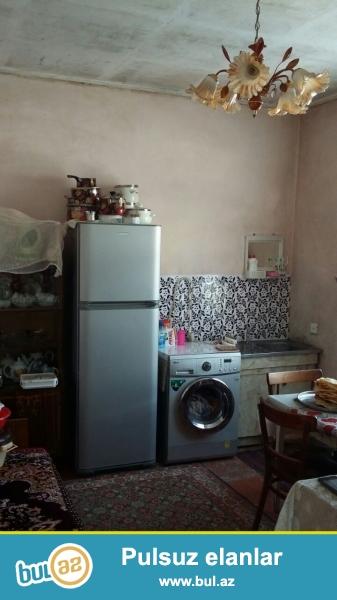Zabrat  2 qəsəbəsində Seyid marketin arxasında  yoldan 400 mt məsafədə  2 sotda qoşa daşla tikilmiş 6 daş kürsüdə,ümumi sahəsi  130 kv mt olan 3 otaqlı ev satılır...