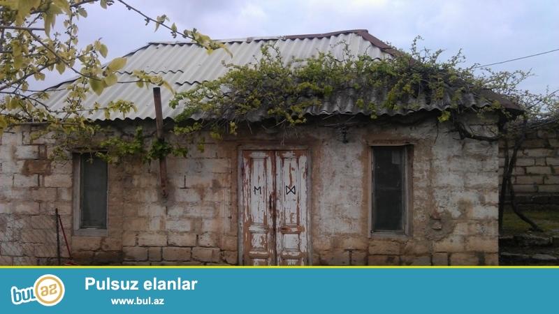 Срочно! В посёлке Новханы рядом со старой мечетью за *Далга* маркетом продается 1-но этажный, 3- комнатныйчастный дом , площадью 100 квадрат , расположенный  на 12 сотках  приватизированном земельном участке...
