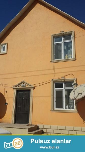 Balaxanı qəsəbəsində tam maqistral  yolun kənarında 2 sot torpaq sahəsində qoşa daşla tikilmiş ümumi sahəsi 160 kv mt olan 4 otaqlı ev satılır...