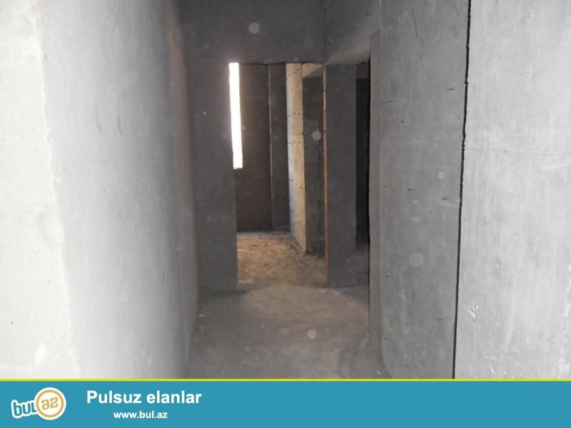 Xırdalan şəhəri AAAF park yaşayış kompleksində yerləşən binada mənzil satılır...