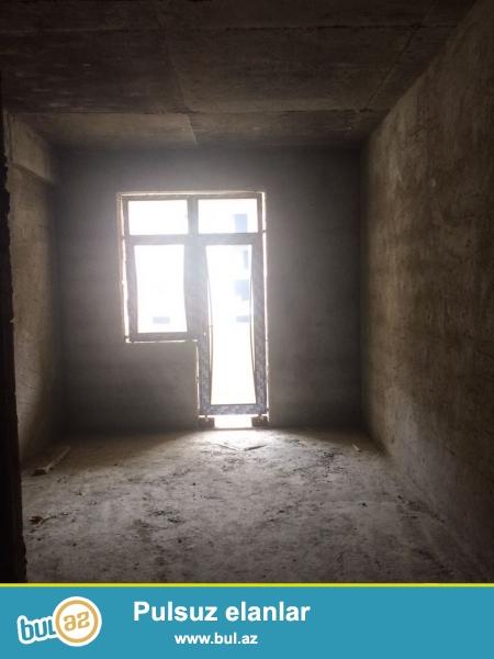 Xırdalan şəhəri Məscidin yanında inşaa olunmuş AAAF inşaata məxsus binada suvaqlı mənzil satılır...