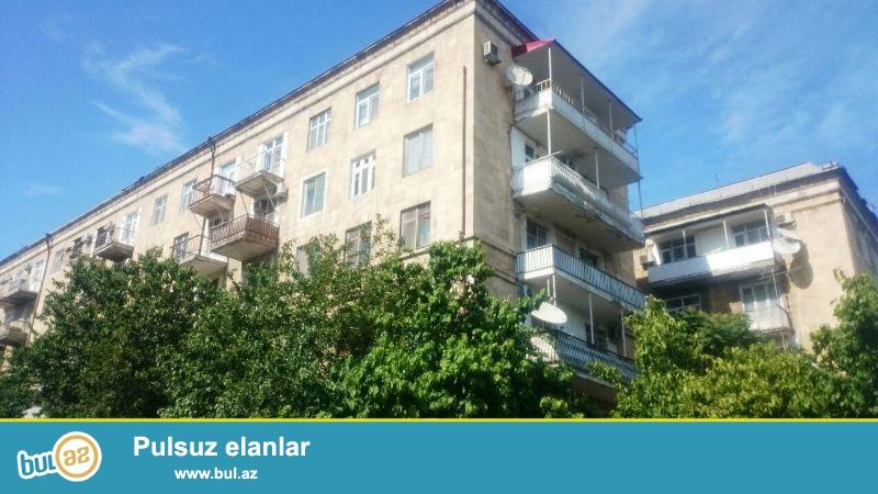 Satılır Tibb Universitetinin yanında  stalinka layihəli binada 3 otaqlı mənzil...