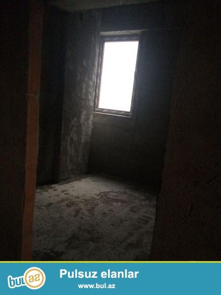 Xırdalan şəhəri 25 saylı küçəsində AAAF park yaşayış kompleksində yerləşən hazır yaşayışlı binada podmayak şəklində mənzil satılır...