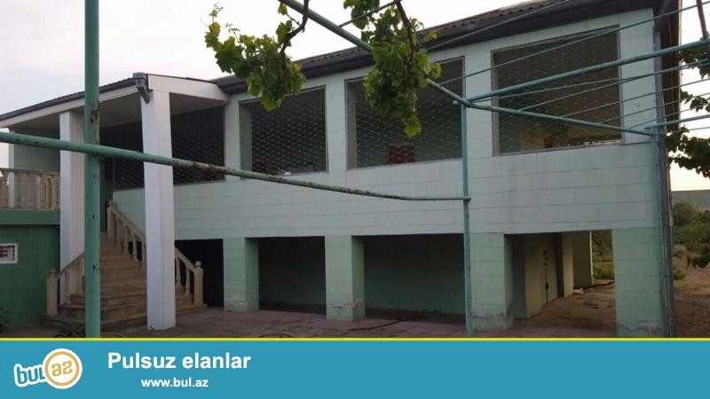 Очень срочно! В поселке  Бильгяна 6-омпереулке (Bдалане) 2-x  этажный 3-х комнатный частный дом площадью 120 квадрат расположенный на 24-и сотках земли...