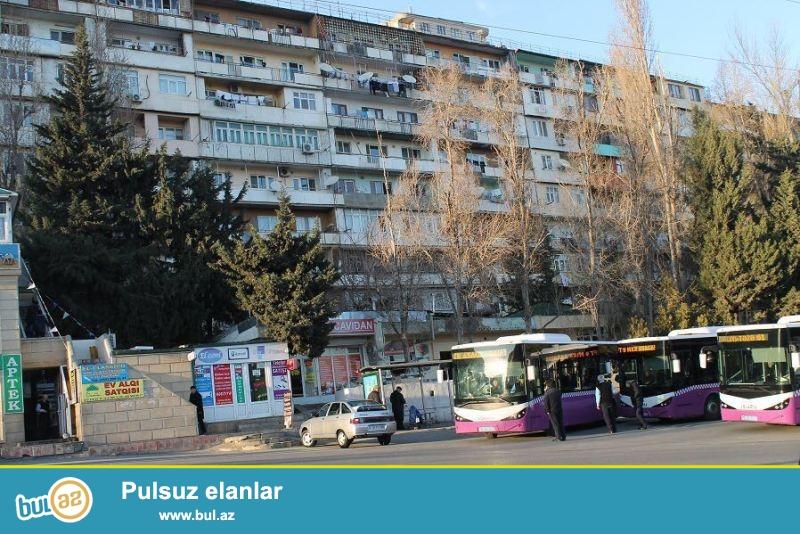 9 cu mikrorayonda Heyder Məsçidin yanında 18 in sonuncu dayanacağında Moskva-Daşkənd proyektli binada əla təmirli 3 otaqlı mənzil satılır...