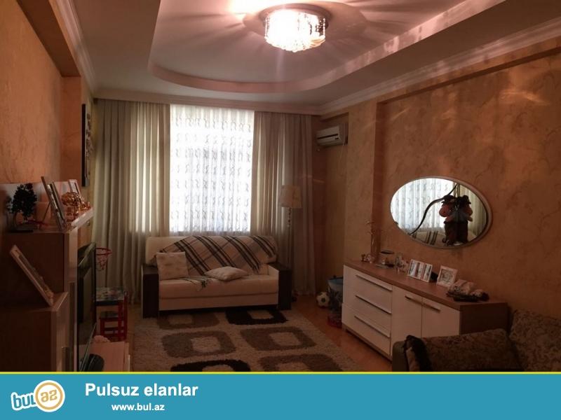 Очень срочно! В элитном комплексе * ЭДЕМ*, рядом с центром Гейдара Алиева, продается  3-х (2—3  переделка ) комнатная квартира нового строения , 9/16, 96  квадрат, квартира с евроремонтом, полностью обставлена дорогой мебелью и орг техникой...