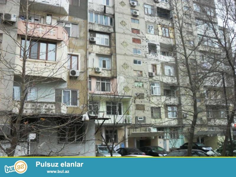 Yeni yasamalda, Bizim marketin arxasinda 4 otagli ev satilir, leninqrad layiheli, 9/6, umumi sahesi 110 kv...