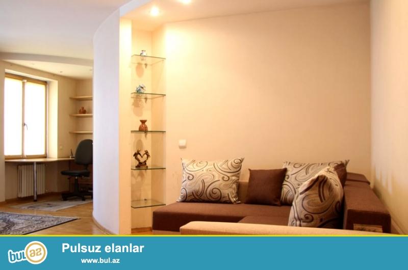 Bakida Sutkaliq kiraye evler.<br /> Baki seherinin merkezinde yeni tikilide ela temirli 3 otaqli ev gundelik kiraye verilir...