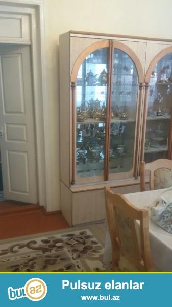 Berdede5otaq 1 metbex .sanuzel evde ve heyetde .her bir weraiti olan ev tecili  satilir...