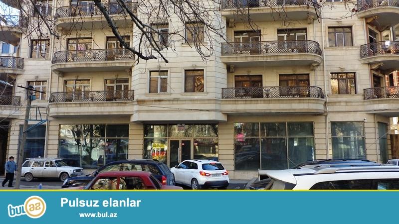 <br /> Nərimanov, Neftçi bazanın yanı ( Nərimanov  zaqsı ilə üzbəüz) yenitikili binada  3 otaqlı mənzil...