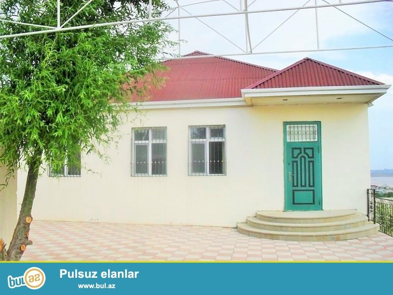 Срочно! На очень престижном участке в Новханы ,в самой деревне ! Продается ново построенный частный, 1-но этажный ,3-х комнатный дом расположенный на 10 сотках земельного участка, обведённый каменным забором...
