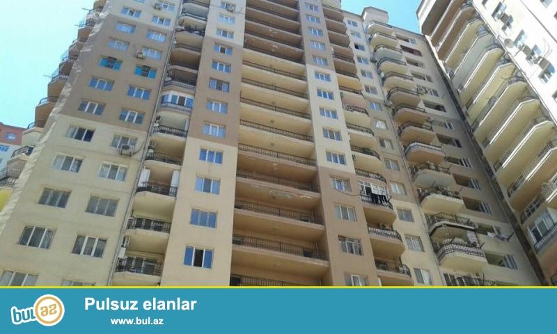 В районе Ени Ясамал, конечная остановка автобуса №77 , в элитно полностью заселенном комплексе с Газом продается 3-х комнатная квартира, 20/19, общая площадь 62 кв...