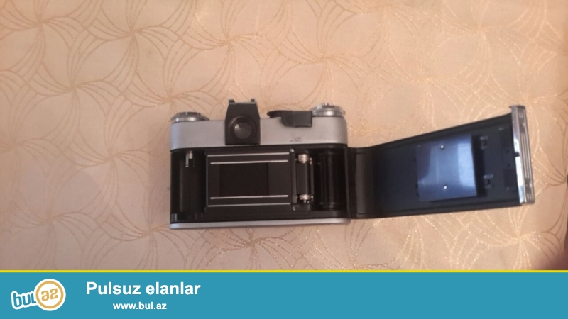 Antikvar Zenit E markali SSSRI istehsali fotoaparat satilir.Islek ve ideal veziyyetdedir.1965 ci ilin SSSRI istehsalidir...