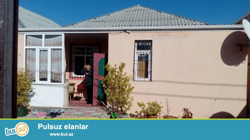Sabuncu Rayonu Zabrat qesebesinde 2 sot torpagin icinde 3 otaq metbex temirli ev evin kv 95...