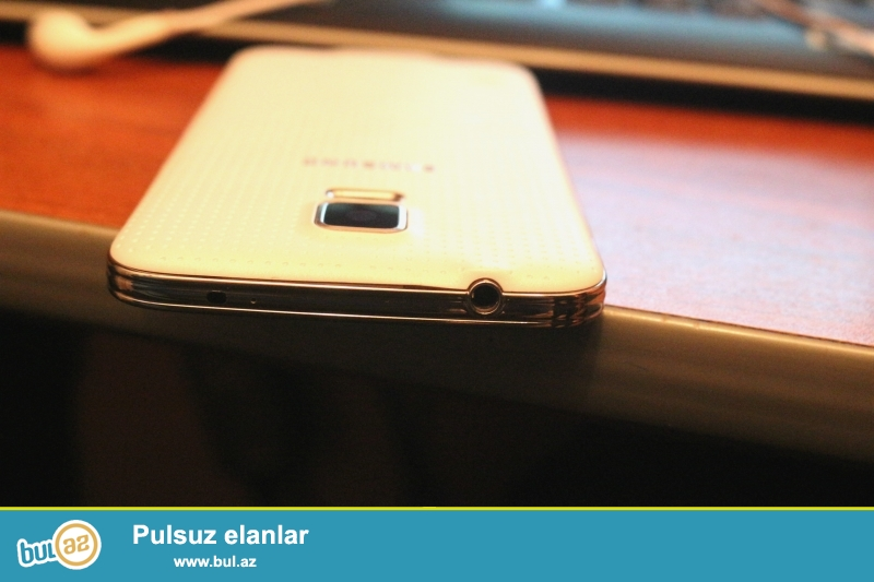 Samsung Galaxy S5 (SM-G900H)satılır.Təzə kimidir.Alınan gündən Anti udar plonka və kabroda işlədilib...