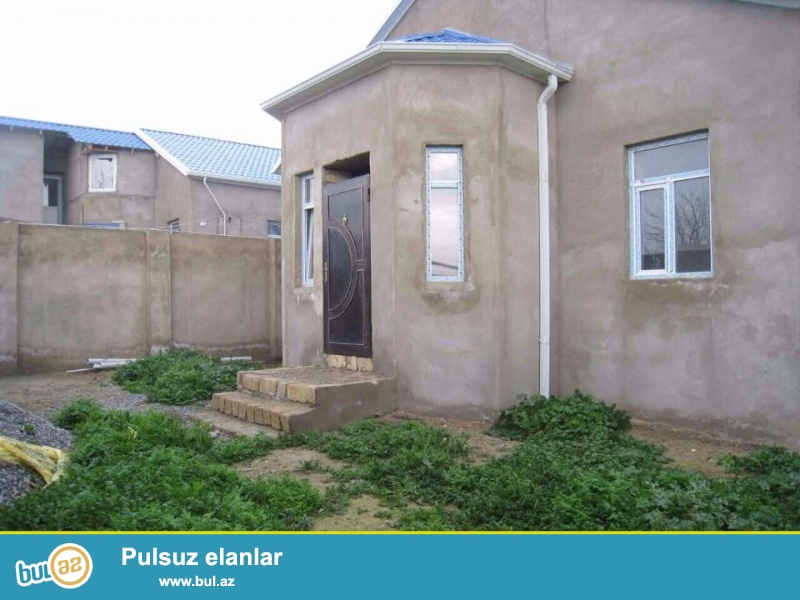 COX TECILI!!! Abseron rayonunda, Fatmayi kendinde, merkezde, avtobus dayanacaginin yaxinliginda bag evi satilir...