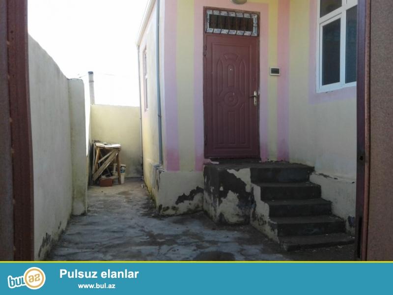 Masazir qesebesinde 569 yolunda qurtulus 93 yasayis kompleksine  yaxin 1 sot torpaqda 40 kv sahesi olan 2 otaqli temirli heyet evi satilir...