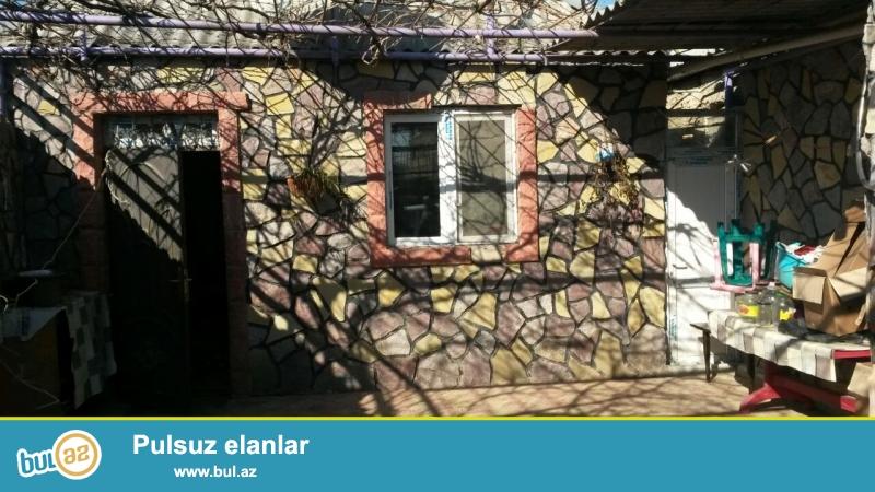 Abşeron rayonunda yerləşən 2otaqlı ev təcili olaraq satılır.   Otaqların hər biri 20kb...