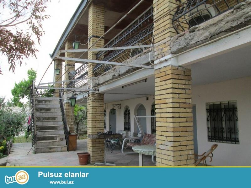 Для очень солидных клиентов! В поселке Бильге  продается 2-x этажный, площадью общего строения 205  квадрат,7-и комнатный дом , расположенный на  12  сотках земли...