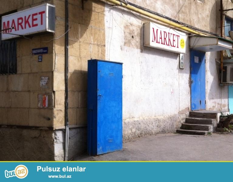 Bir otaqli menzil olub 15 ildir market kimi istifade olunur (kupcasi var)...