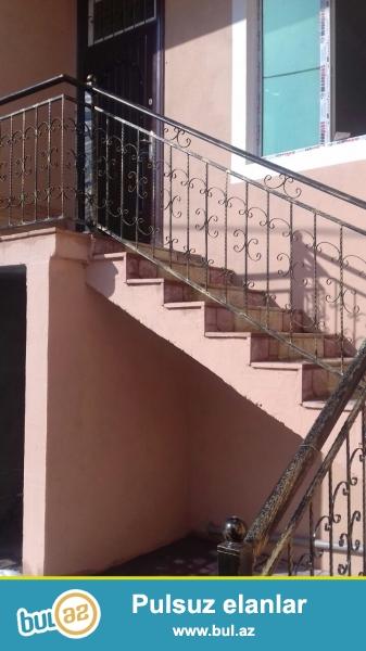 Zabrat 1 də  Rahid şadlıq sarayına yaxın 2sotda 4 otaqlı ev satılır...