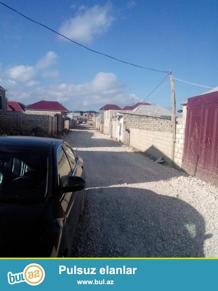 Masazırın mərkəzindən 2 deqiqelik yolda, 169 marşrut yolunda, asvat yoldan 3-5 deqiqelik piyada yolda 75 kv metrlik 2 otaqli heyet evi sifarisle tikirik...