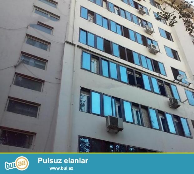 Bineqedi rayonu, 8-ci mkr,azadliq prospekti, varovski dairesine yaxin, azadliq metrosunun yanında 16/5 eksperimental binada 2 otaqlı ev satılır...