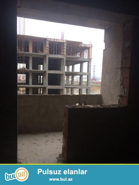 Xırdalan şəhəri 28 saylı küçəsində AAAF park inşaata məxsus olan binada ümumi sahəsi 68kv...