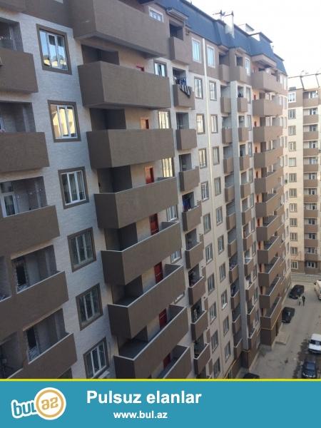 Xırdalan şəhəri Köhnə bazarla üzbə-üz olan Kristal Abşeron yaşayış kompleksində yerləşən binada ümumi sahəsi 76kv...