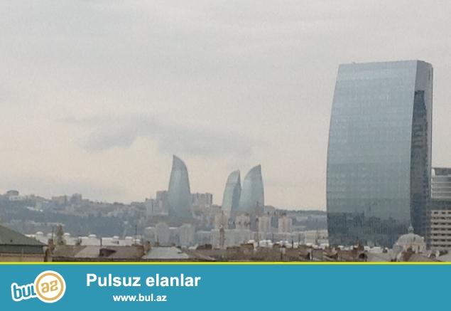 Продаю сама. В самом престижном месте города Баку около Азуре продаётся 3-ёх комнатная квартира...