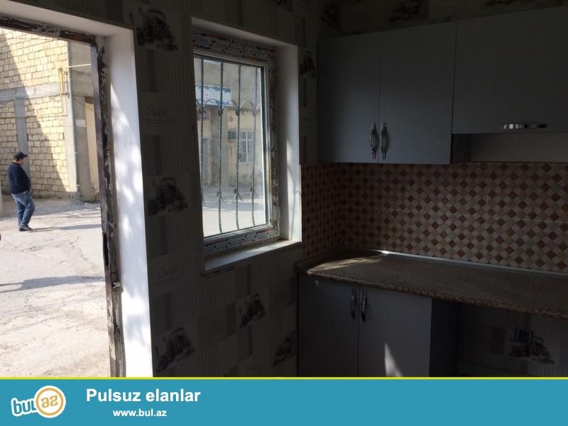 Xırdalan şəhəri dayanacaqdan 30metr aralıda 5 nömrəli məktəbin yanında həyət evi satılır...