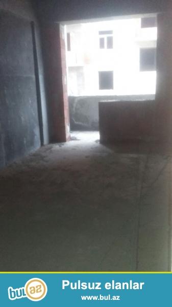 Xirdalan seheri AAAF yasayis kompleksinde 6mertebeli liftli binanin 2 ci mertebesinde 36 kv sahesi olan 1 otaqli podmayak menzil satilir...