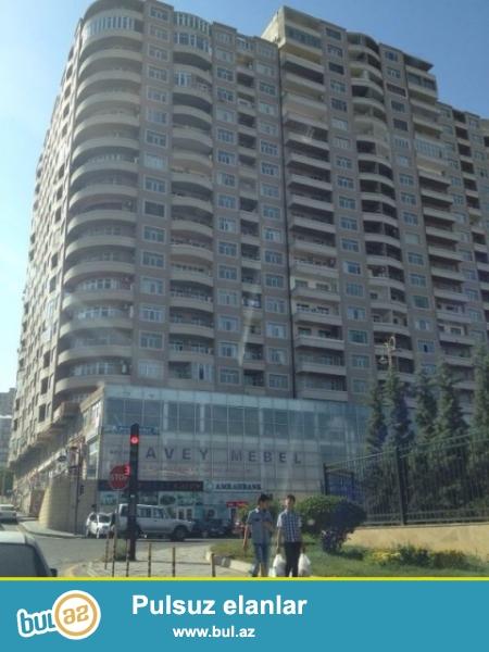 Binəqədi r.4-cu mkr.Zərifə Əliyeva göz klinikasının yaxınlığında 18 mərtəbəli Yeni Tikili Qaz-ı olan binanın 11-ci mərtəbəsində,ümumi sahəsi 86 kv...
