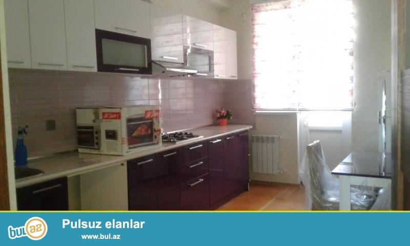 Xırdalan şəhərinin mərkəzində yerləşən Kristal Abşeron yaşayış kompleksində 2 otaqlı mənzil satılır...